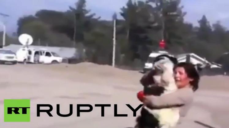 تشيلي... لقاء مؤثر بين امرأة وكلبها بعد فراق 5 أيام (فيديو)