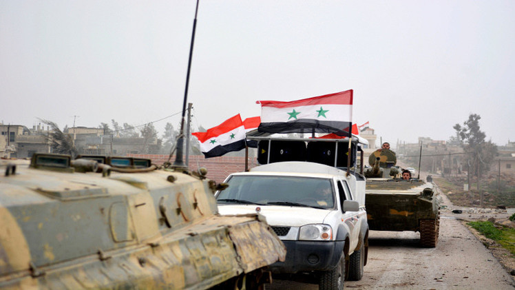 عشرات الجنود السوريين داخل مستشفى جسر الشغور يصدون المسلحين