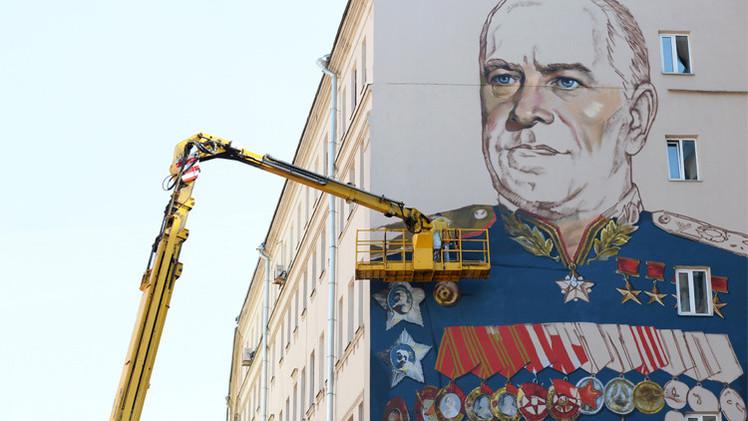 أكبر لوحة للمارشال جوكوف تزيّن مبنى في شارع أرباط بموسكو