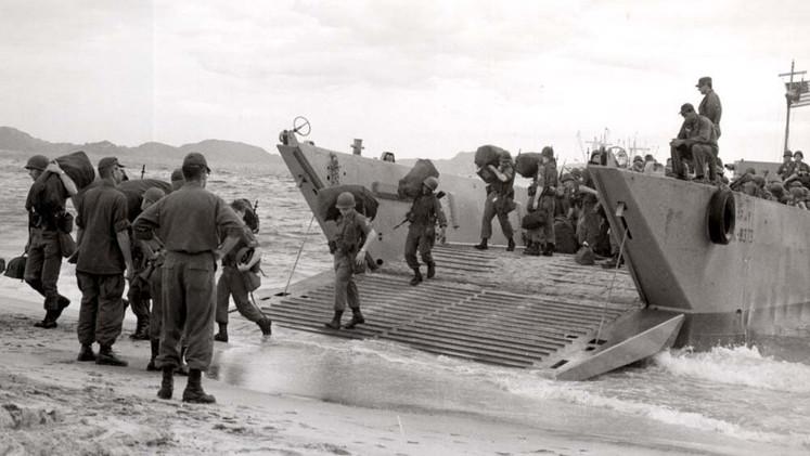 الجنود الامريكيون يحطون الرحال في فيتنام