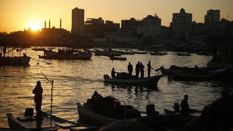 إسرائيل تعيد 15 قاربا مصادرا لصيادي قطاع غزة