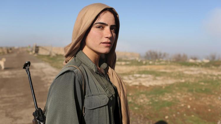 نساء كرديات في مواجهة
