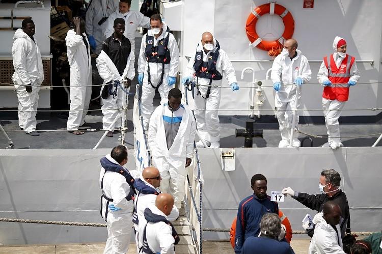 إيطاليا.. سجن ربان تونسي ومساعده بكارثة غرق سفينة المهاجرين