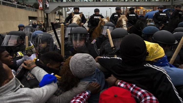 الشرطة الأمريكية تعلن عن اعتقال 235 شخصا إثر احتجاجات بالتيمور