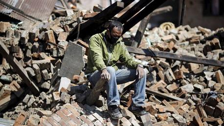 من آثار الزلزال المدمر