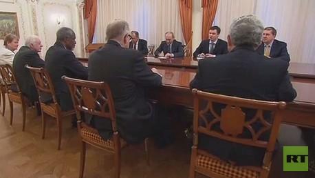 بوتين يلتقي وفدا عن مجموعة الحكماء في مقره بضواحي موسكو