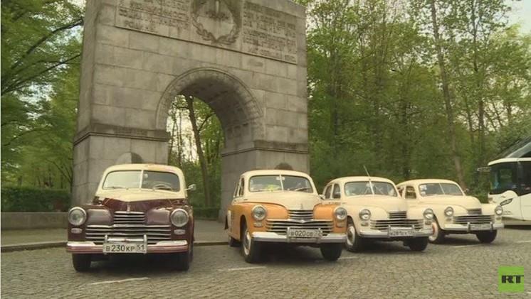 سيارات سوفيتية قديمة تصل برلين (فيديو)