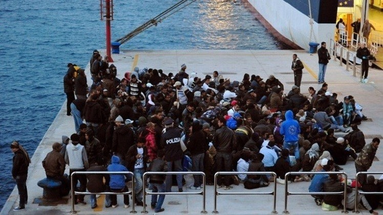 سفينة فرنسية تنقذ 217 مهاجرا بالقرب من السواحل الليبية