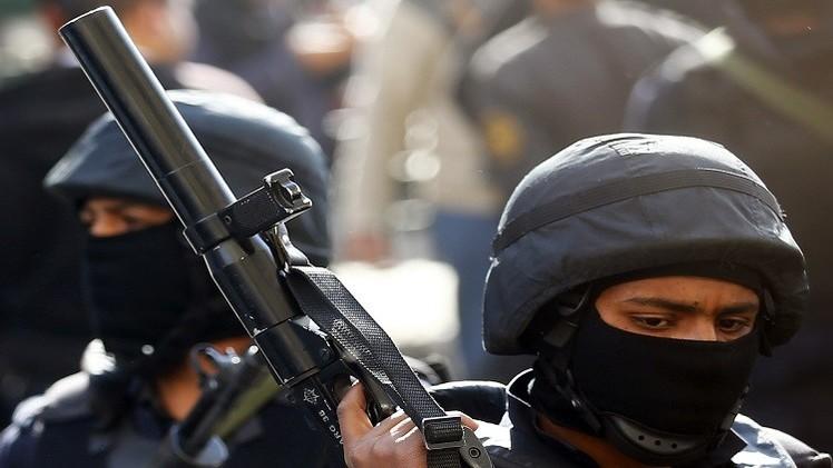 مصر.. حبس 14 شرطيا بتهمة تعذيب سجينين حتى الموت
