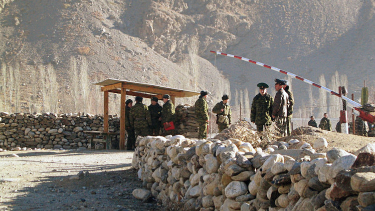 طاجكستان تقيم خط الدفاع الثاني على حدودها مع أفغانستان
