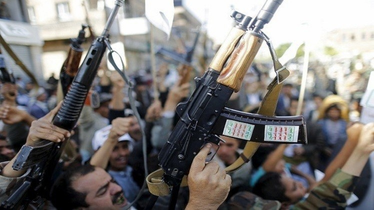 الحوثيون يعلنون إحباط هجوم للتحالف في البحر