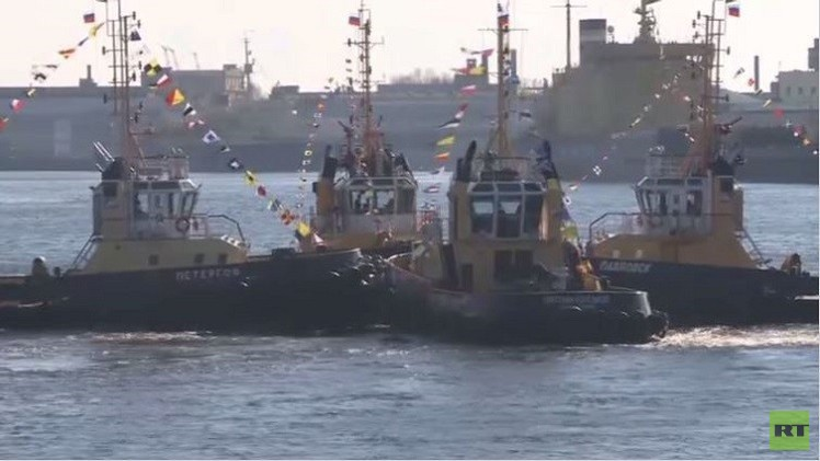 سان بطرسبوغ.. كاسحات جليد تقدم عرضا في نهر نيفا  (فيديو)