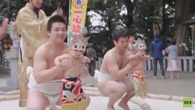 تقليد ياباني يبكي الأطفال ليحافظ على صحتهم (فيديو)