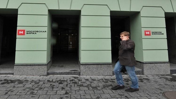 بورصة موسكو في المنطقة الخضراء بعد ارتفاع الروبل الروسي والنفط