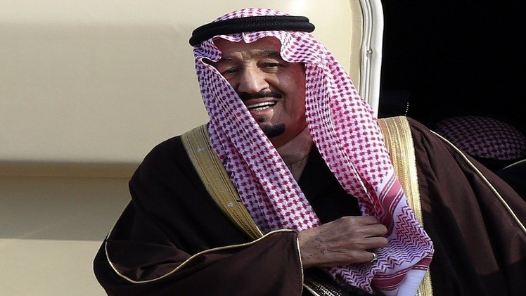السعودية.. إقالة رئيس المراسم الملكية بعد صفعه مصورا صحفيا