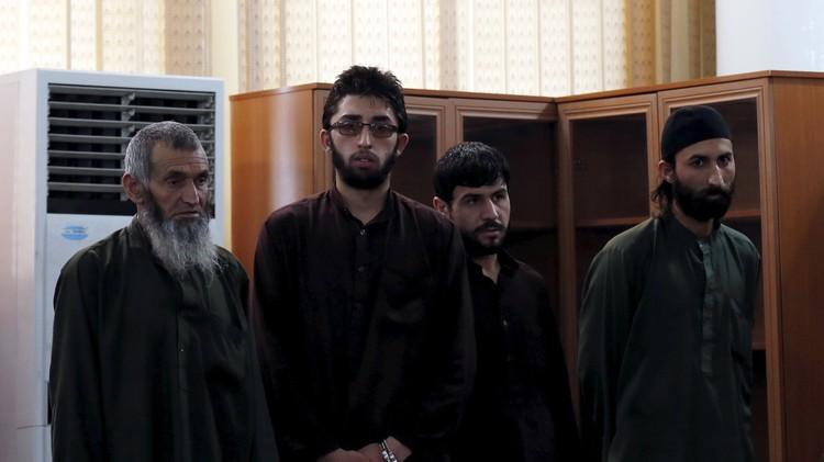 أحكام بإعدام 4 متشددين والسجن لآخرين قتلوا أفغانية اتهمت بحرق مصحف زورا