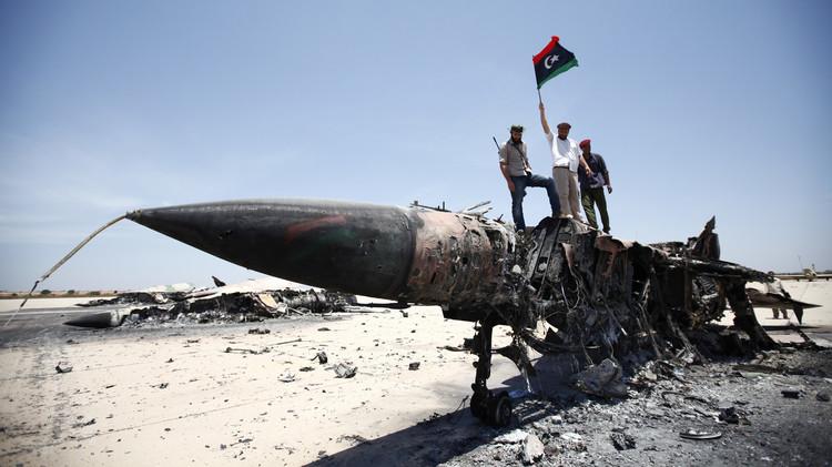 إسقاط طائرة حربية في الزنتان غرب ليبيا (فيديو)