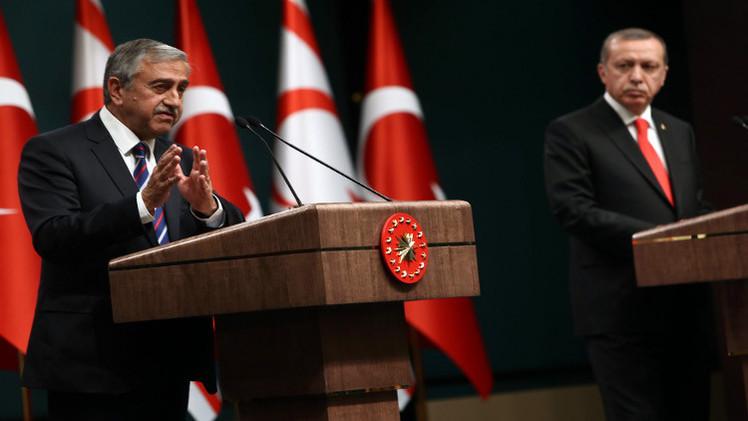 رئيسا تركيا وشمال قبرص يأملان بوحدة الجزيرة عام 2015