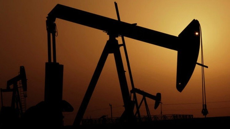 أسعار النفط تتراجع مبددة مكاسبها