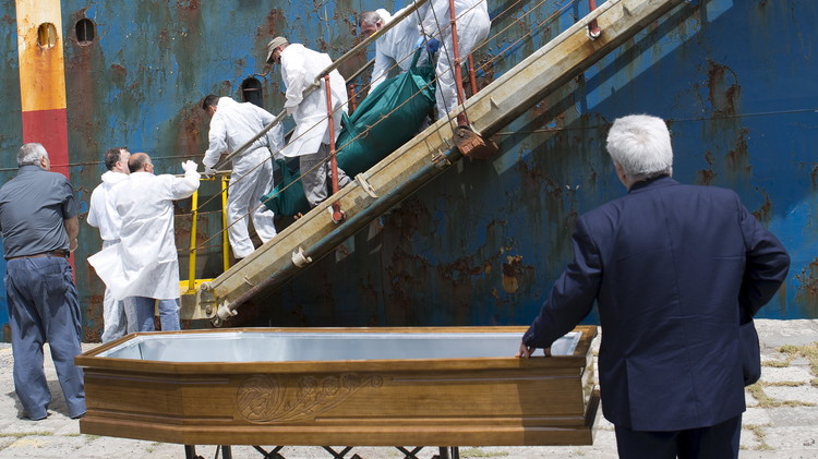 منظمة الهجرة قد تطلب تحقيقا دوليا حول غرق 800 شخص في المتوسط