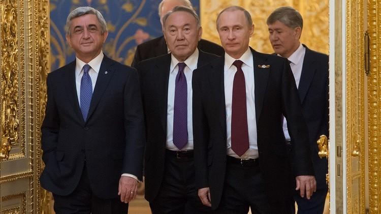 بوتين يهنئ رئيس كازاخستان بالفوز المحقق في الانتخابات الرئاسية