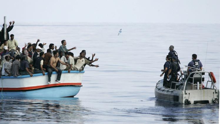 قوات بحرية ألمانية تنقذ 200 مهاجر قبالة الساحل الإيطالي