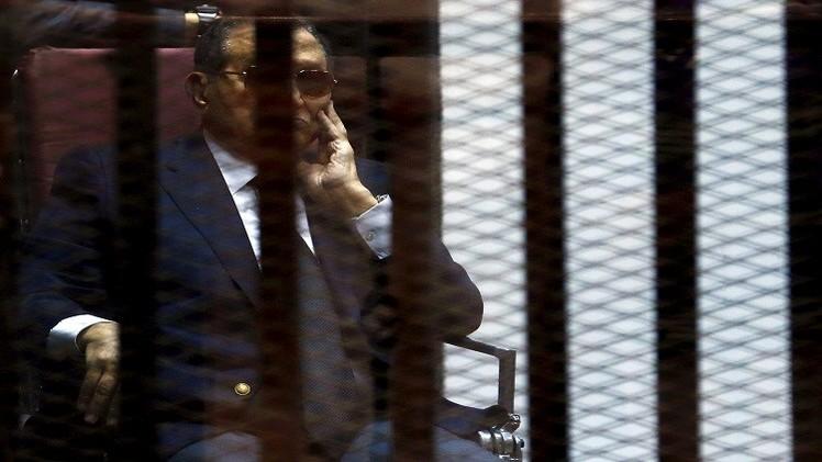 مصادر أمنية تنفي ترحيل مبارك إلى سجون طرة