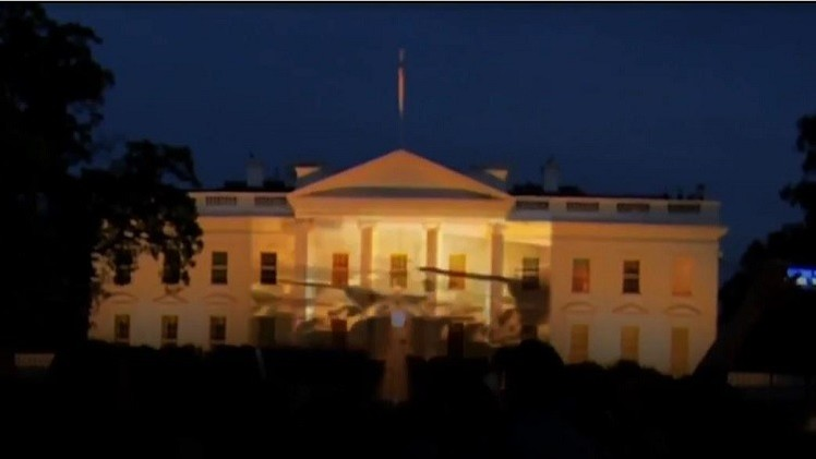 روسيا تستعرض قدراتها العسكرية على واجهة البيت الأبيض الأمريكي (فيديو)