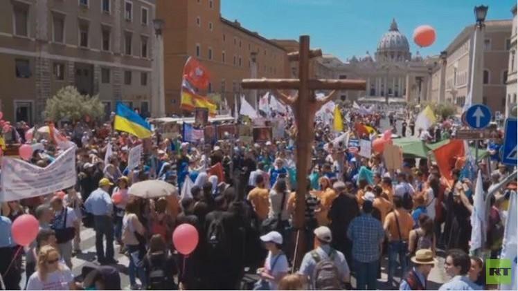 دعما للإنسانية.. مسيرة في الفاتيكان (فيديو)