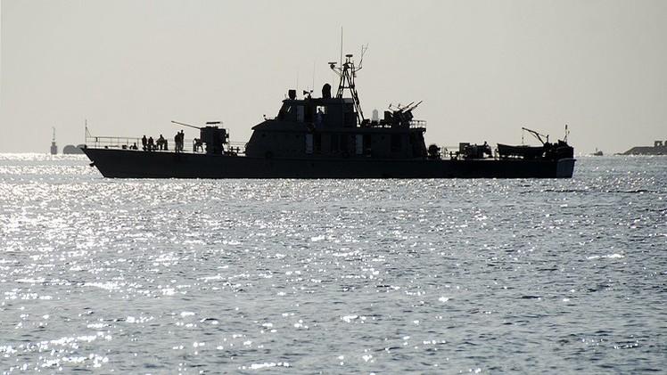 طهران: رصد زورق هدد مدمرة إيرانية في خليج عدن
