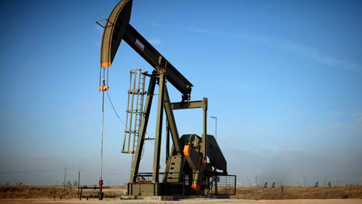 أسعار النفط تستأنف ارتفاعها بعد انخفاض طفيف