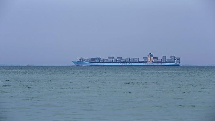 زوارق إيرانية تطلق أعيرة نارية باتجاه سفينة تحمل علم سنغافورة في الخليج