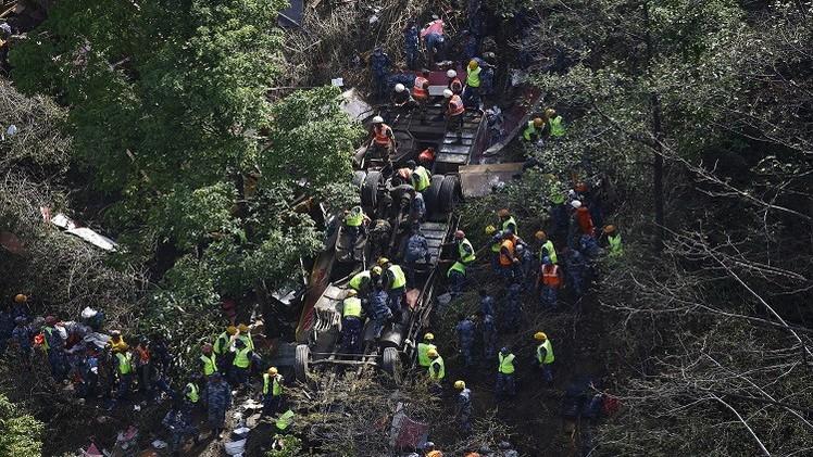 مقتل 33 شخصا بحادث سقوط حافلة في واد شمال الصين