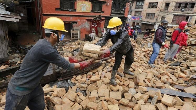 حصيلة ضحايا الزلزالين في نيبال تتجاوز 8500 قتيل