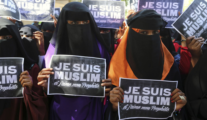 عمدة فرنسي  يطالب بحظر الإسلام في بلاده