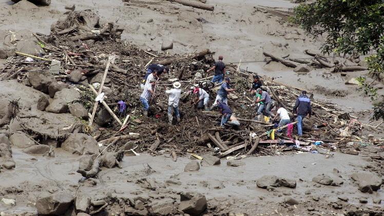أكثر من 60 قتيلا إثر انزلاقات التربة في كولومبيا (فيديو)