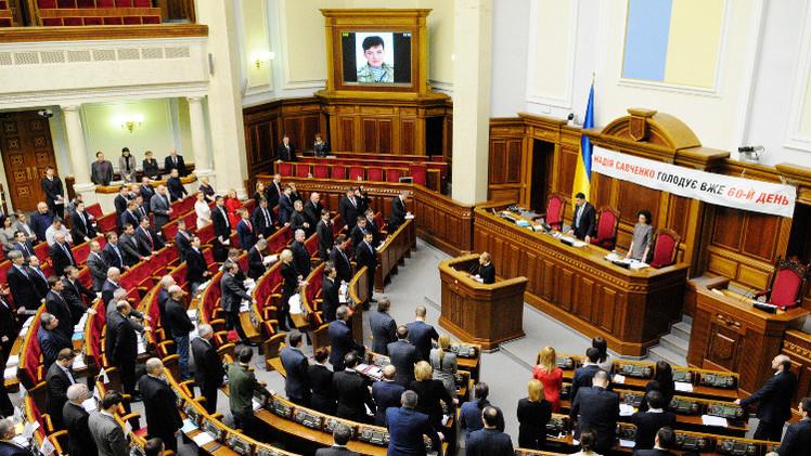 البرلمان الأوكراني يقر تخلي كييف مؤقتا عن ضمان حقوق الإنسان بالكامل في منطقة النزاع