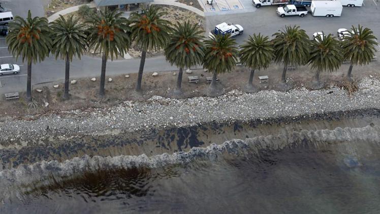 كاليفورنيا تعلن حالة الطوارئ بعد تسرب للنفط إلى المحيط (فيديو)