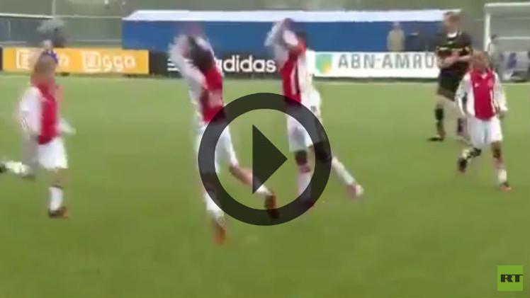(فيديو طريف) أطفال أياكس يقلدون قفزة رونالدو الشهيرة عند تسجيله الأهداف