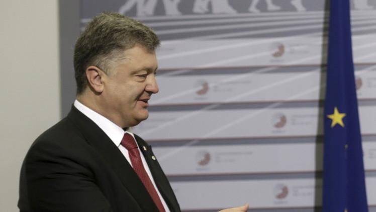 بوروشينكو يتحدث عن تنفيذ اتفاقات مينسك.. ويرفض إقامة حوار مع دونيتسك ولوغانسك