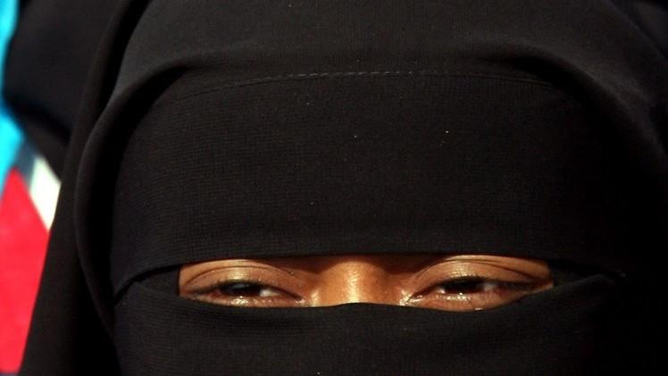 هولندا تحظر النقاب في الأماكن العامة