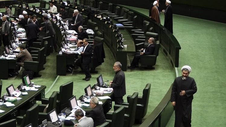 طهران تتحدث عن اتفاق مع السداسية متزامن مع رفع العقوبات المفروضة عليها