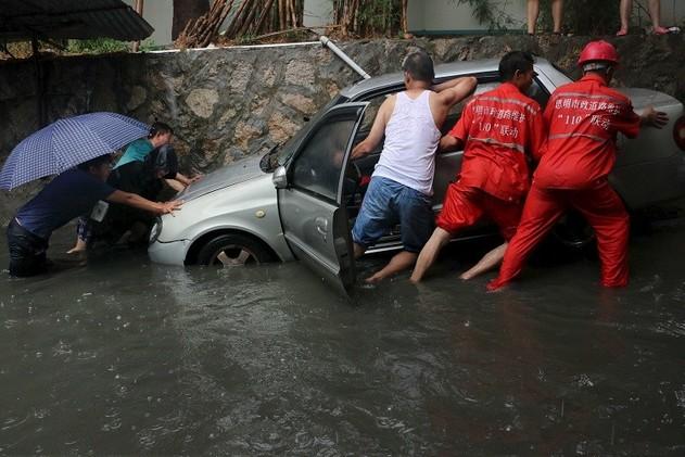 الصين.. مقتل 35 شخصا وفقدان 13 على الأقل جراء فيضانات وانزلاقات للتربة