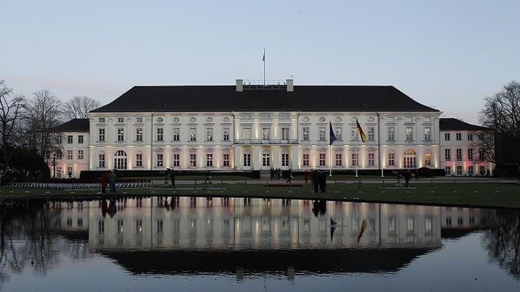 إلقاء زجاجة حارقة قرب مقر الرئيس الألماني وتوقيف المهاجم