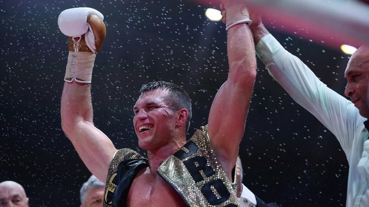 (فيديو) الملاكم الروسي دروزد يقضي على خصمه البولندي جانيك بالضربة القاضية