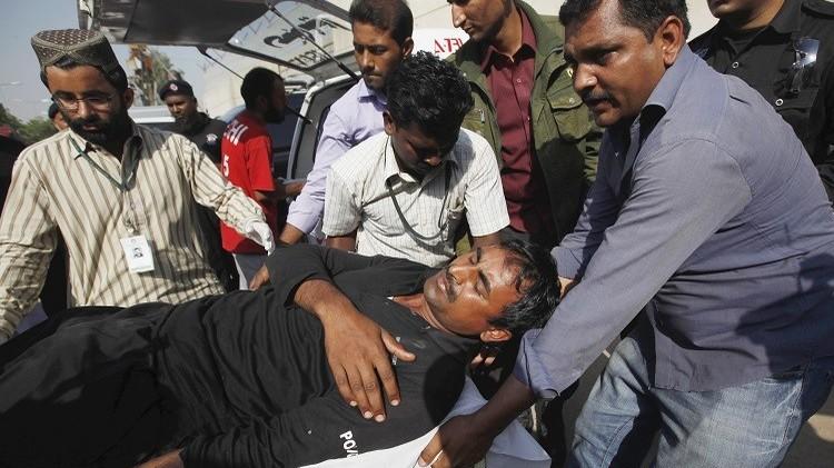 مقتل 3 أشخاص وإصابة 15 آخرين في تفجير استهدف نجل الرئيس الباكستاني