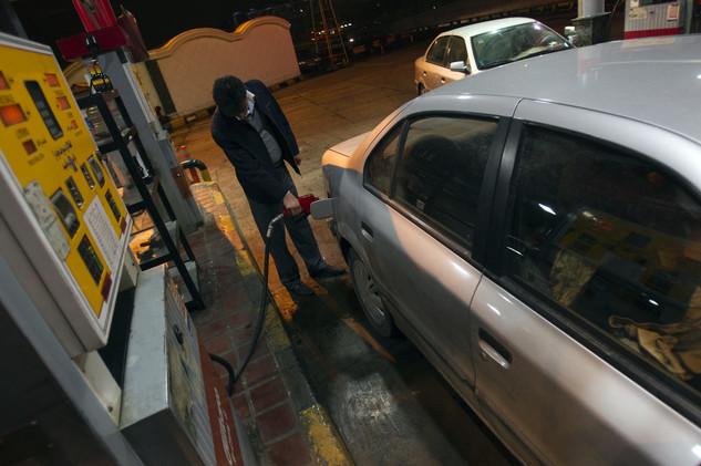 طهران ترفع الدعم عن مادة البنزين