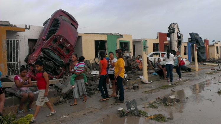 المكسيك.. 13 قتيلا في إعصار على الحدود مع تكساس (فيديو)