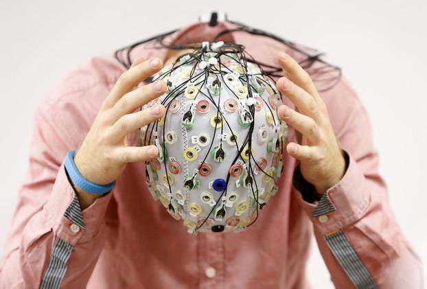 الكمبيوتر والهندسة الجينية سيخلدان الإنسان