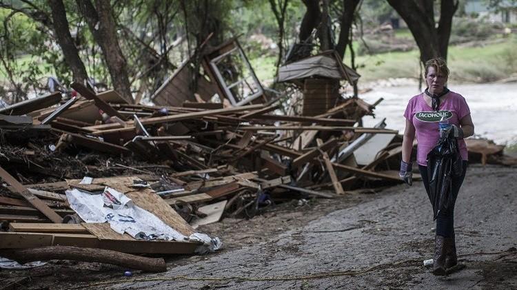 18 قتيلا إثر عواصف وفيضانات في تكساس وأوكلاهوما الأمريكيتين (فيديو)